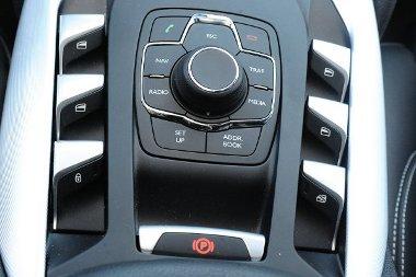 i-Drive a la Citroën. Ablakemelők a középalagúton