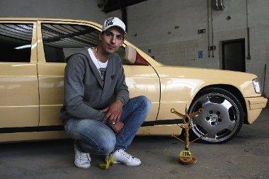 Csaba és az autó első díja, amit szerkesztőségünktől kapott