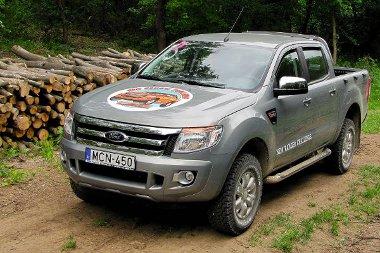 Erdésznek, vadásznak kiváló jármű lehet a Ranger, még farönkből is jó sok felférne a platójára