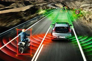 Többek között adaptív tempomat, táblafelismerő rendszer és holttérfigyelő is rendelhető az új Volvo V40-eshez