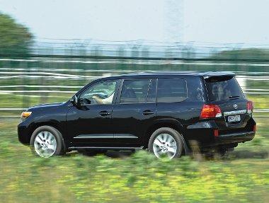 Nagy test, nagy élvezet: a V8-as csúcsmodell ára 24 890 000 forint