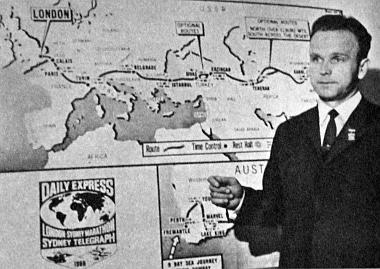 Ez a kép még Londonban készült, ahol a szovjet Scsaveljov egy sajtókonferencián adott tájékoztatást a Moszkvics-csapatról