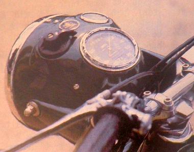 Hazai piacra 120 mérföldi skálázott sebességmérővel szállították ezt a modellt