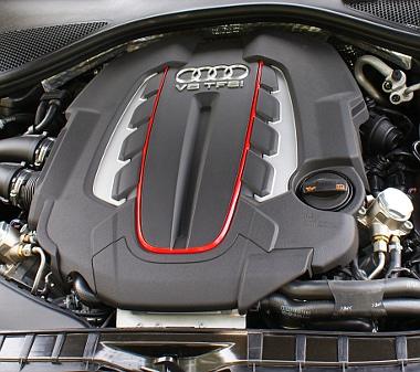 Remekmű a 4,0 literes, V8-as biturbó - még úgy is, hogy szándékosan visszafogják teljesítményét