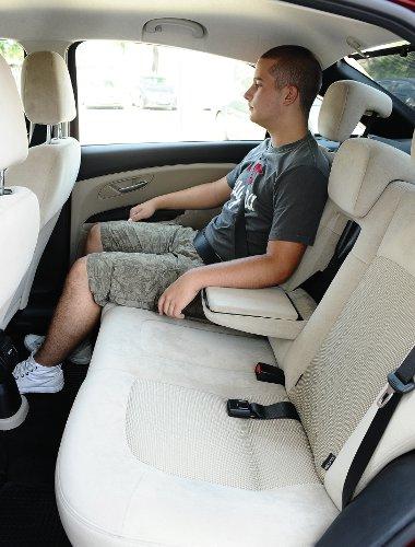 Kényelmesek a Fiat első ülései, a második sorban is korrekt a férőhely