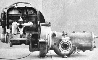 Egyszerű, világos konstrukciós megoldásokat mutatnak a Pentelényi szerkezetek. A léghűtéses motor, a tengelykapcsoló, a kiegyenlítőmű és a sebességváltó közös blokkja ma már múzeumban pihen