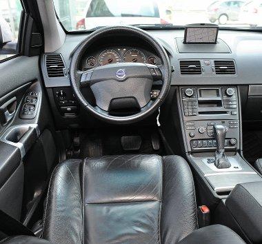 Komfortos a Volvo is, a navi grafikája és a távirányítós kezelése elavult