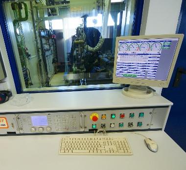 Két motor- és egy autó próbapadon mehet a tesztelés egyszerre - és akkor még ott vannak a laboratóriumok