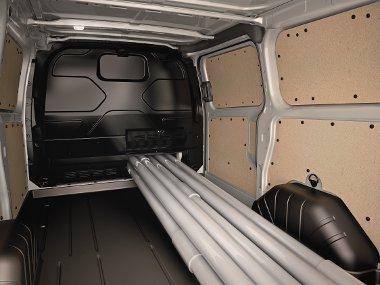 Hosszabb tárgyak szállításához a válaszfal alsó része a kabin felé nyitható