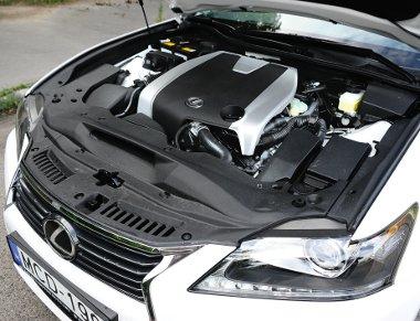 Kifinomult és viszonylag takarékos a V6-os alapmotor, de Európában nincs létjogosultsága