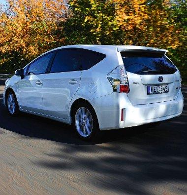 Bár az üzemanyagtartály mindössze 45 literes, egy tankolással 900 kilométert is megtehetünk, 0,28-as Cw-értékkel büszkélkedhet a Prius+