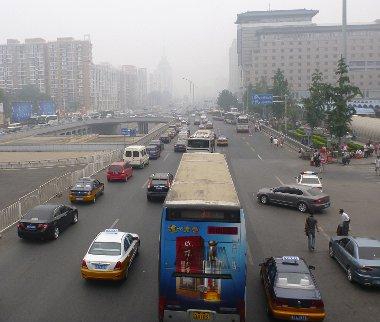 Komoly előrelépések történtek a légszennyezés csökkentése érdekében, de a nagyvárosokban mért adatok még mindig bőven határérték felett vannak. Főként a széntüzelésű erőművek okozzák a problémát