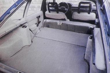 Lehajtott hátsó ülésekkel az Aleko akár kisteherautónak is beillik