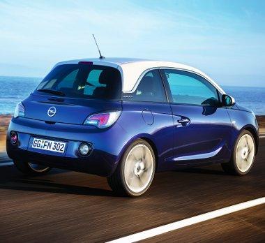 Akár 18 colos felnikkel is rendelhető az Opel minije! A kétszínű fényezés mutatós, a tető mintha lebegne