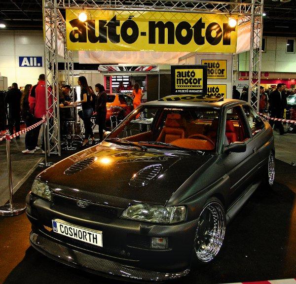 Standunkat egy Ford Escort RS Cosworth uralta, de itt állt az újságban már bemutatott Honda Civic és a CBR1100XX is
