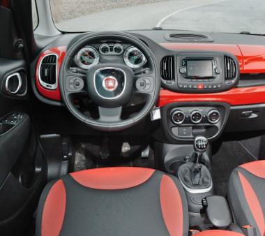 A tetszetős látvány kárpótol a rideg anyagokért. Az Euro-NCAP ötcsillagosra értékelte az 500L biztonságát
