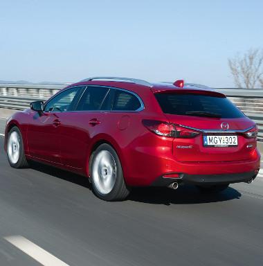 A méretnövekedés ellenére 70 kilót fogyott a dízel Mazda6-os. Sportosan feszes a futómű, de a 19-es kerekekkel is tud rugózni