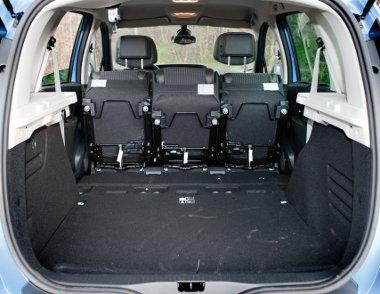 Méretes tárgyak szállításakor előredönthetjük az üléseket