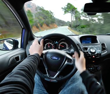 Mi kell még? Izmos turbómotor, közvetlen kormányzás és pontos sebességváltó jellemzi a Fiesta ST-t