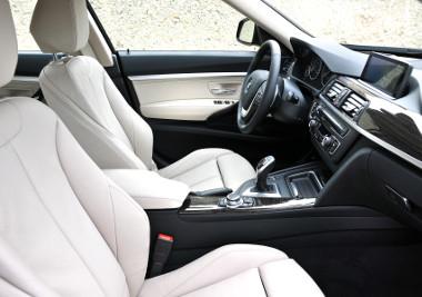Ismerős vezetői környezet, csak épp magasabban ülünk az autóban