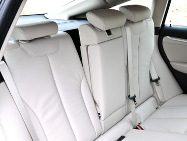 15 különböző pozícióban rögzíthető a hátsó üléstámla