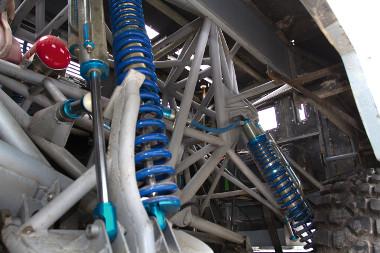Masszív csővázat rejt az üvegszálas héj, de egy 600 lovas Viper motor erejével kell megbirkóznia