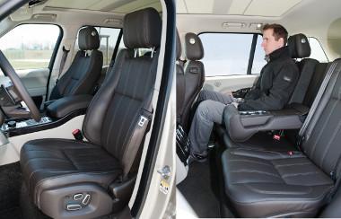 Itt jó dolga van az utasnak. Opcióként még a hátsó üléspad is fűthető