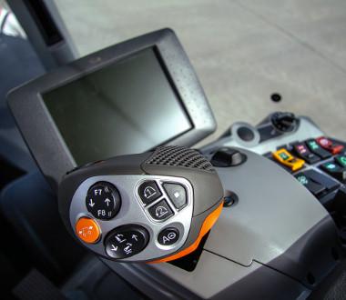 Joystick és érintőképernyő a vezérléshez és a kontrollhoz