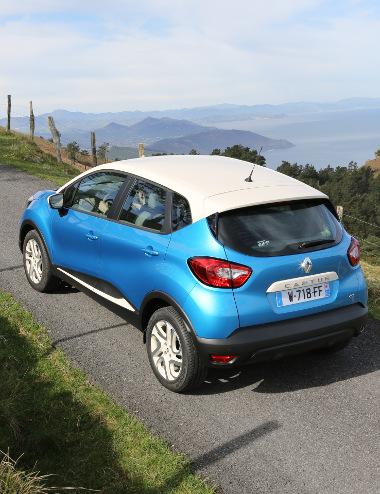 Bájos formával, emelt hasmagassággal és ügyesen átrendezhető kabinnal rendelkezik a kiskategóriás Renault SUV