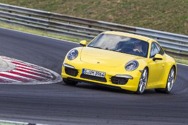 Öt évtized és hét generáció alatt rendkívül kezessé vált, de továbbra is telivér sportkocsi a farmotoros 911-es