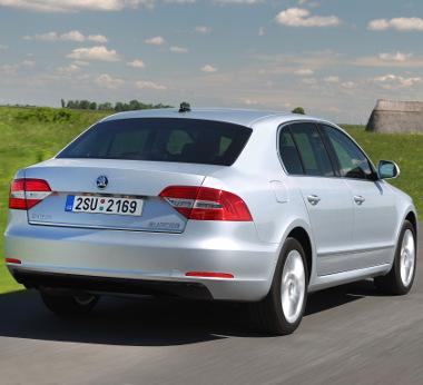 Ötletes és praktikus megoldás, hogy kétféleképpen nyitható a Sedan csomagtérajtaja
