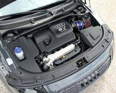 A 180 lóeros turbómotor karakterisztikáján egyelore csak a sportlégszuro felszerelése változtat. Sportos a hanghatás