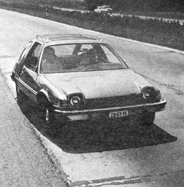 """Nemcsak a nyárias autópályán, hanem télen, a svájci hegyek között is jól vizsgázott """"a kis amerikai"""". A havas utakon még 1975-ben próbálta ki az AM egyik tudósítója, A. Frankl, mit tud az új Pacer"""