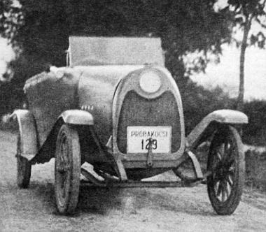 Az első forgalomképes Fejes-kocsi, amelynek karosszériáját rétegelt falemezből, ragasztásos eljárással Asbóth Oszkár készítette