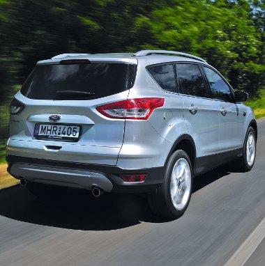 A Kuga 4WD szabad hasmagassága 192 mm, az első terepszög 21,2, míg a hátsó 27,7 fok