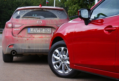 Tiszta kosz. A bordó szín minden esetben jól áll a Mazda3-nak