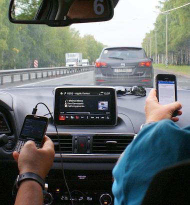 A 9-es autóban volt a wifi-router, csapatunk internetfüggő-tagjai szorosan tapadtak rá. Én meg fényképeztem...