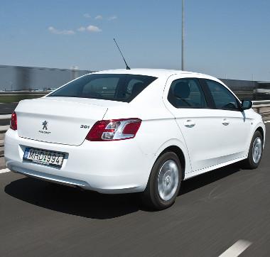 Hasonlít a Citroënre, de azért felismerhetően más a 301-es