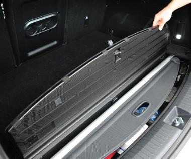 A csomagtérroló használaton kívül a padlóba süllyeszthető