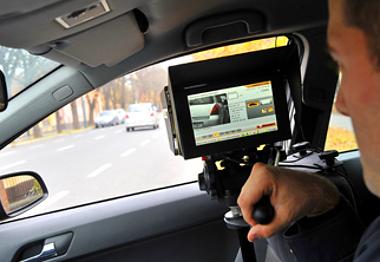 Autópályán 40, főúton 20 kilométerenként lehet számítani a rendőrökre. Láncszerű lesz a sebességmérés Tolna megyében is (illusztráció)