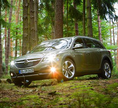 Erdőben is jól mutat a Country Tourer, de azért vigyázzunk az aljnövényzettel, lényegében nem lett magasabb az autó