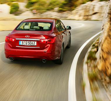Később a Mercedes benzines turbómotorját (211 LE) is megkaphatja a Q50-es