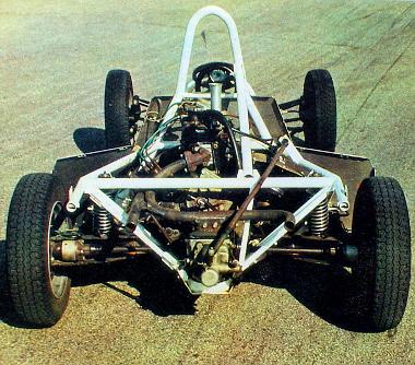 A Prototyp 01 Fiat 126p konstrukciója egyszerű. Vázát varrat nélküli acélcsövekből hegesztették. A motort, az üzemanyagtartályt és az akkumulátort a két tengely között helyezték el, minél közelebb a kocsi súlypontjához