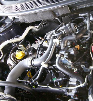 Burkolat nélkül is nagyon csendes működésű az 1,2 literes turbómotor