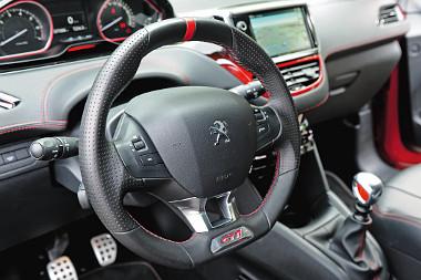 A sportos részletekkel együtt igazán csábos a 208 GTi