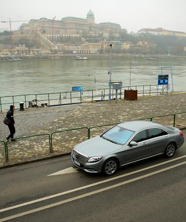 Nyugodtabb a sofőr a budapesti forgalomban a bálna volánja mögött, mint az A-osztályban