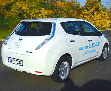 """A szokatlan forma az eddigi """"legautószerűbb"""" elektromos kocsit takarja"""