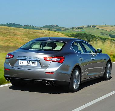 A tengelyek közötti súlyelosztás 51:49 arányú. A hagyományoknak megfelelően a C-oszlopon ott feszít a Saetta Maserati logó