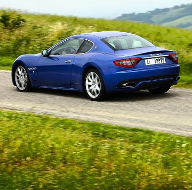 Pokolian szól a Maserati. Százról 35 méteren áll meg a gép