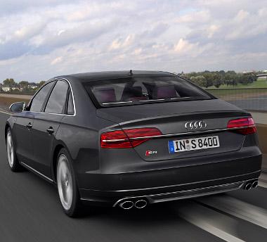 Az Audi szerint minden ötödik A8-ast a 4,2-es TDI-vel adják majd el, a legkeresettebb persze továbbra is a 3,0 literes dízel marad. Bár az S8-as lenne...